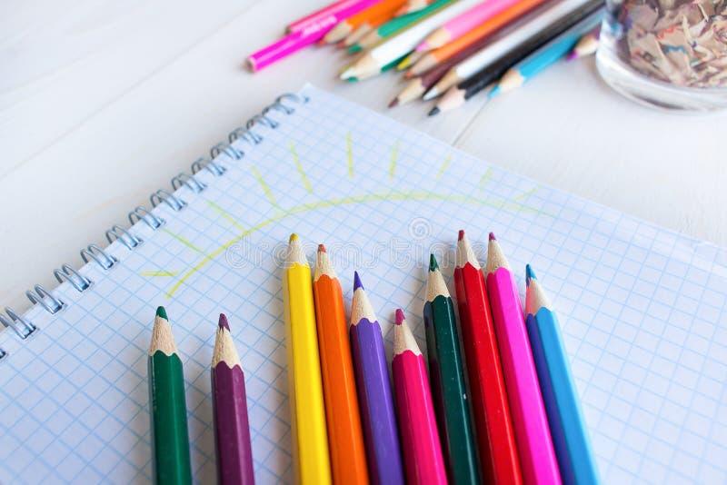 Lápis da tração em um caderno foto de stock