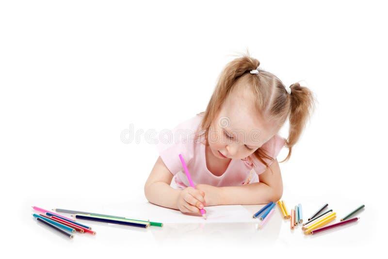 Lápis do desenho da menina no papel foto de stock