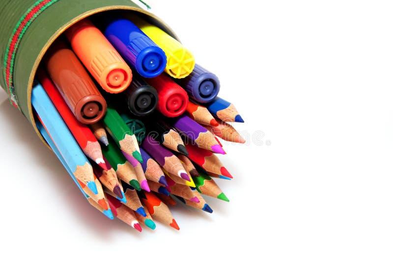 Lápis e penas da cor fotografia de stock royalty free