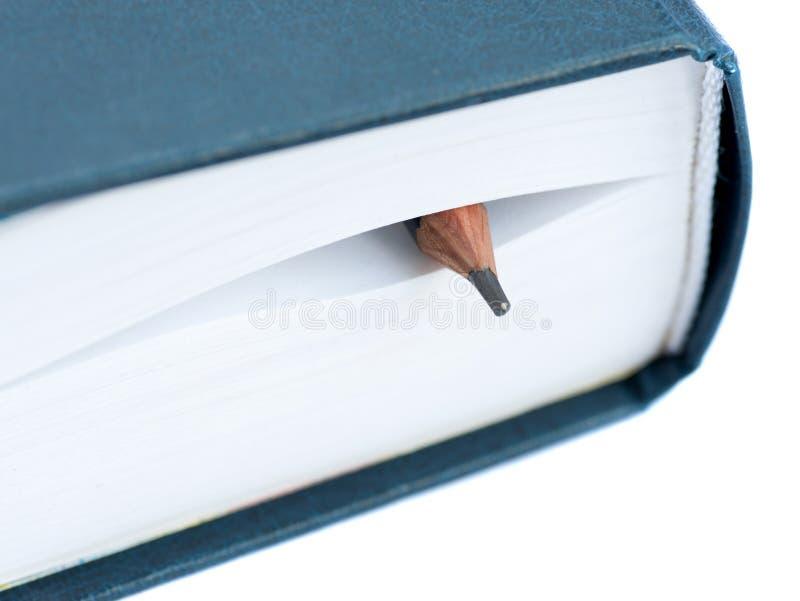 Lápis entre as folhas do livro fotos de stock