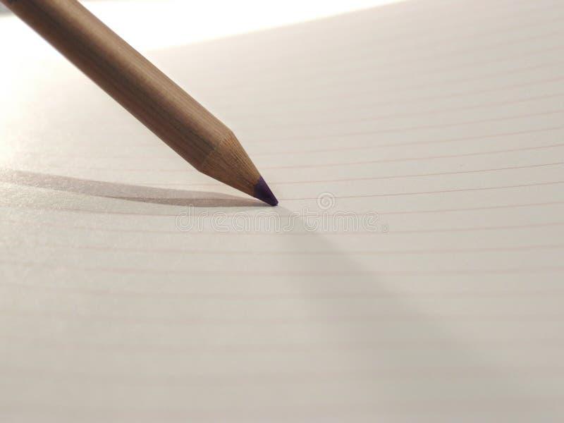 Lápis no papel ilustração do vetor
