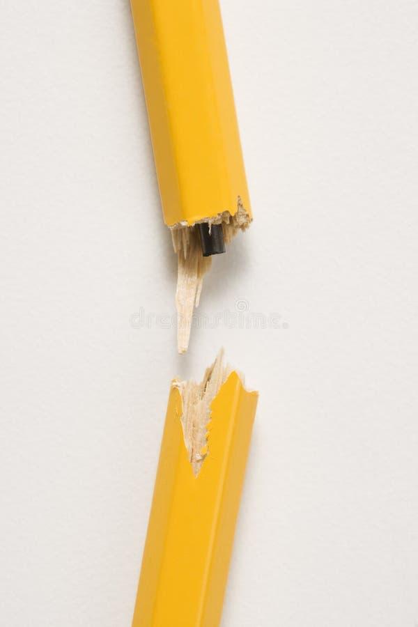 Lápis quebrado. imagens de stock royalty free