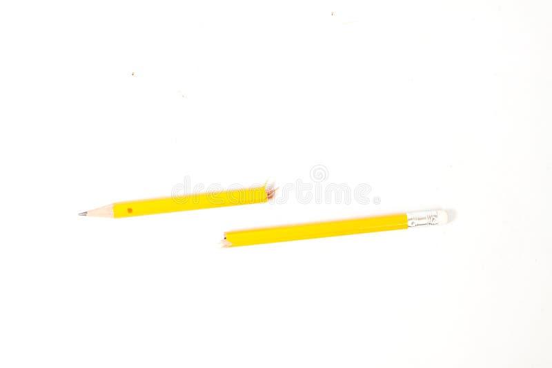Lápis quebrado no fundo branco imagem de stock
