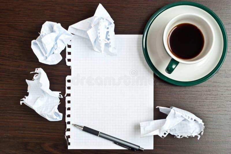 Lápiz, café, papel foto de archivo