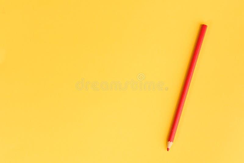 Lápiz coloreado en el papel del color fotografía de archivo