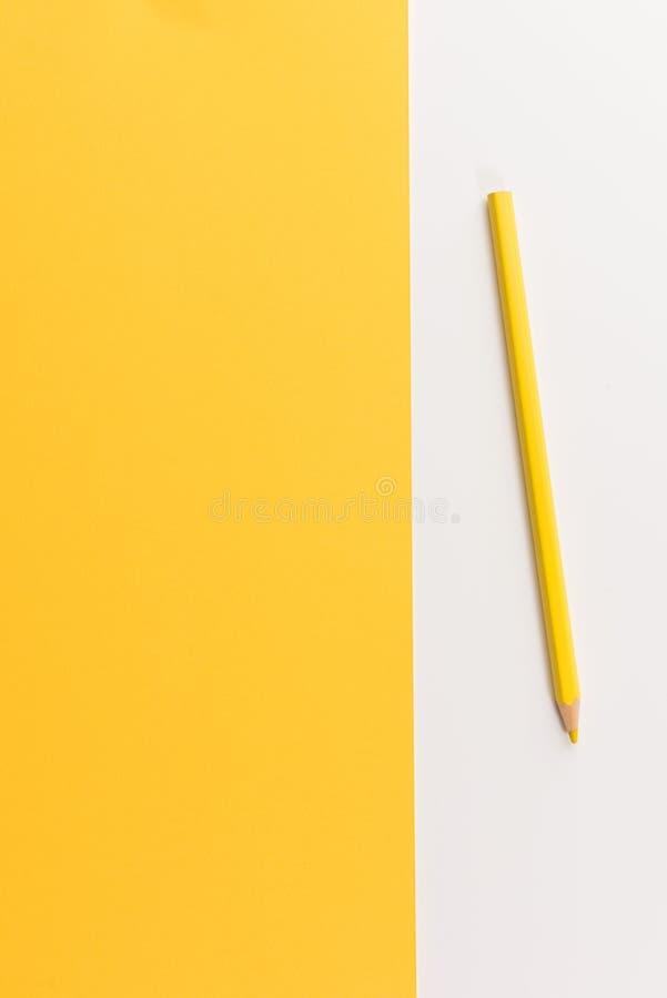 Lápiz coloreado en el papel del color fotografía de archivo libre de regalías