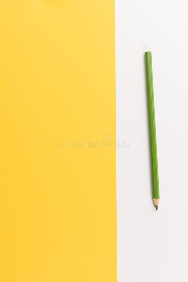 Lápiz coloreado en el papel del color fotos de archivo libres de regalías