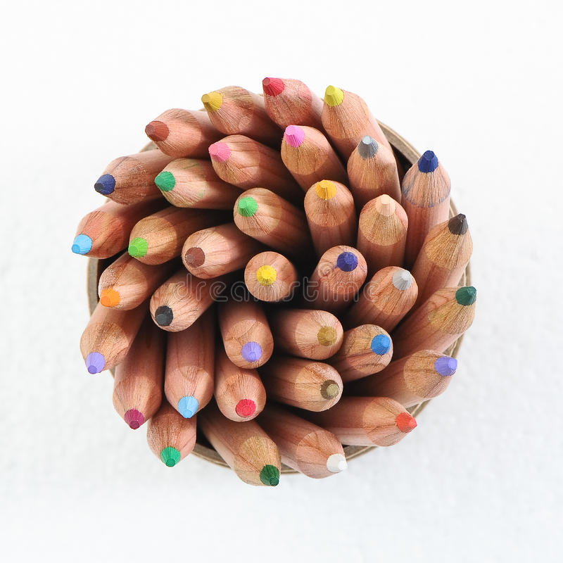 Lápiz del color en taza imágenes de archivo libres de regalías