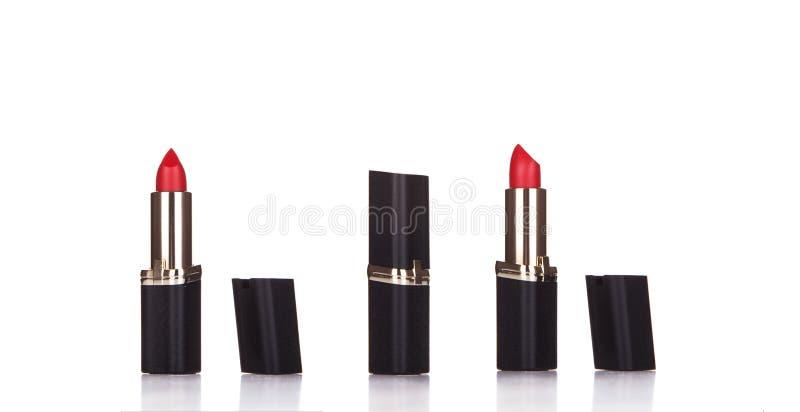Lápiz labial rojo hermoso aislado en el blanco, cierre para arriba de un lápiz labial fotos de archivo