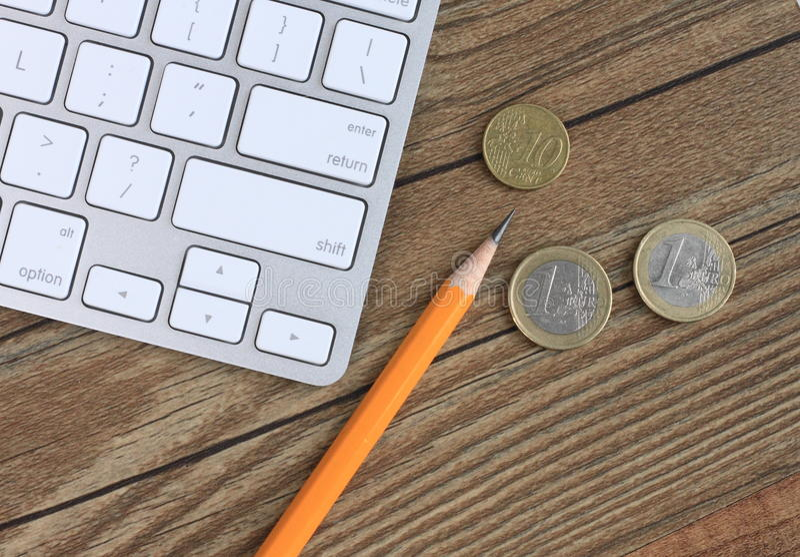 Download Lápiz, monedas y teclado imagen de archivo. Imagen de invierta - 42441439