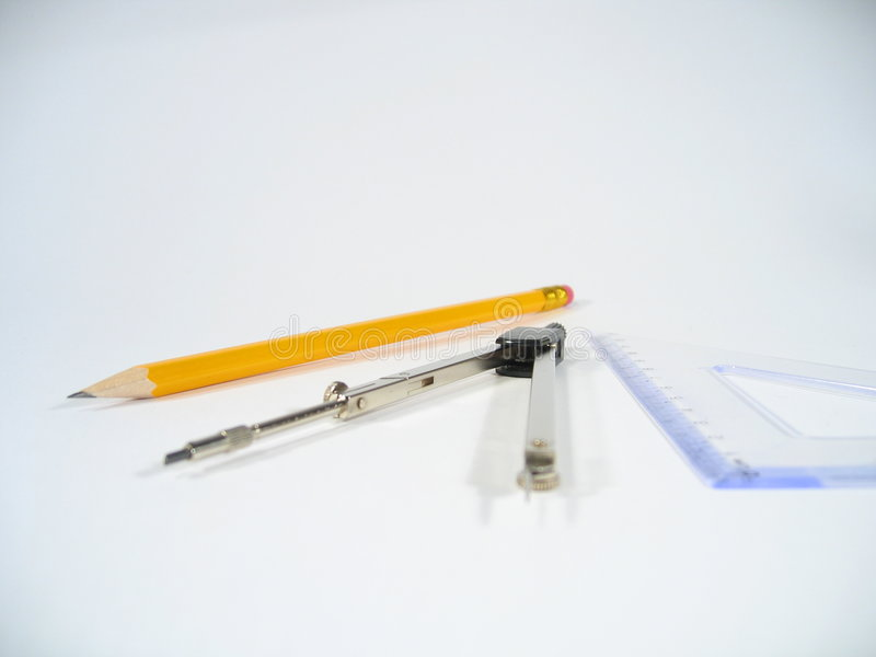 Lápiz, pares de compases y cuadrado determinado