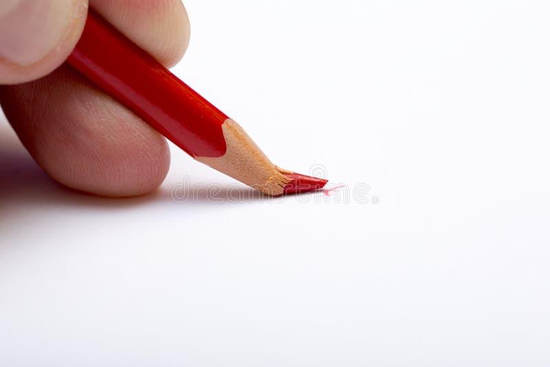 Lápiz rojo quebrado fotografía de archivo