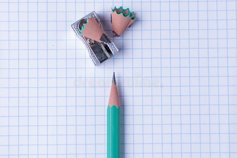 Lápiz verde, tiempo del concepto para ser creativo foto de archivo libre de regalías