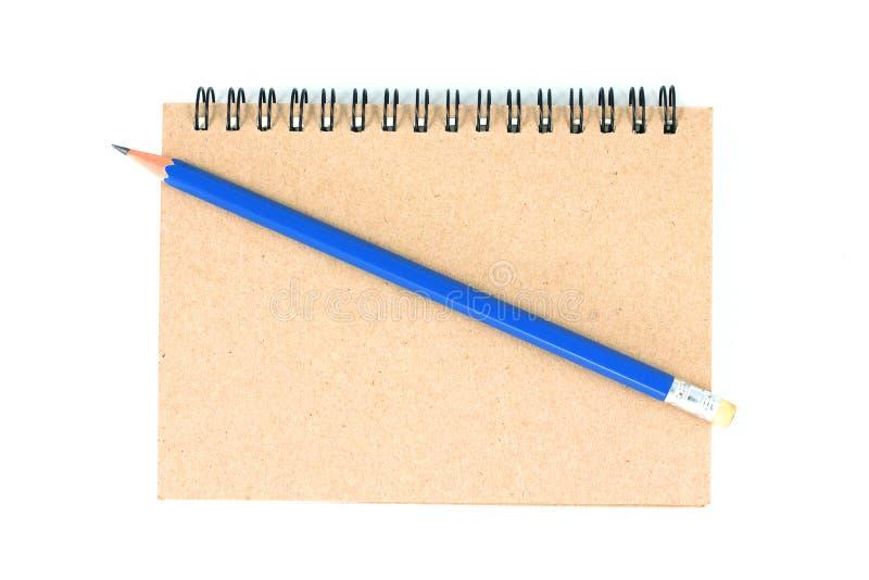 Lápiz y cuaderno en el fondo blanco fotografía de archivo libre de regalías
