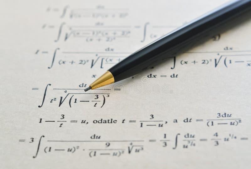 Lápiz y libro de la matemáticas foto de archivo libre de regalías