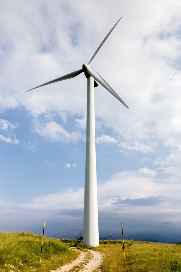 Lâminas do vento em montes doces imagem de stock