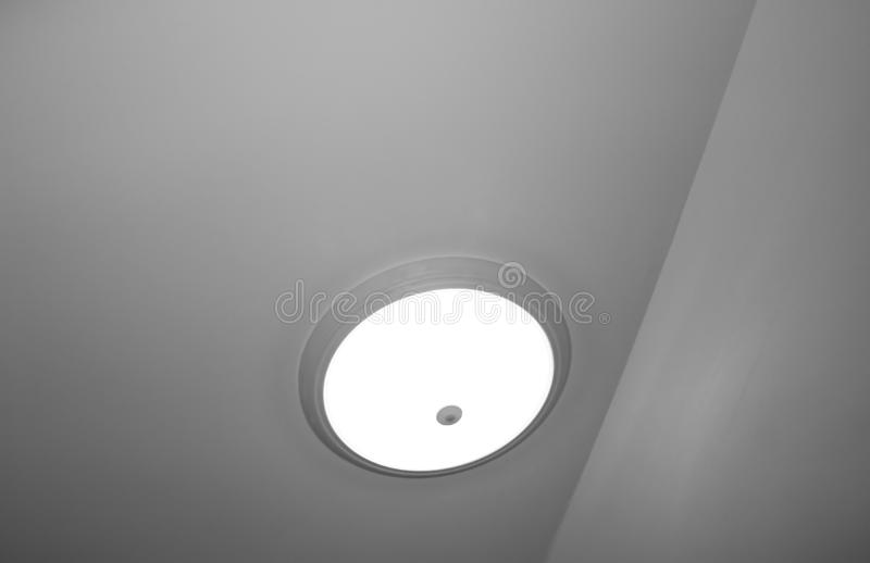 Lâmpada cinzenta que pendura no teto fotos de stock