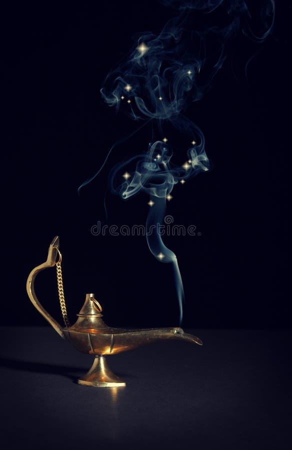 Lâmpada da mágica de Aladdin fotos de stock