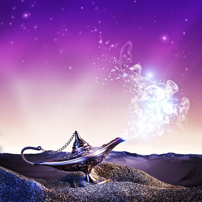 Lâmpada da mágica de Aladdin fotografia de stock royalty free