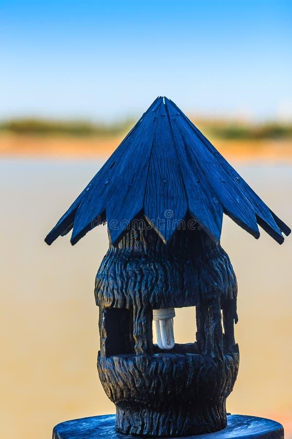 Lâmpada de madeira do vintage para o jardim e a decoração home O estilo japonês da lâmpada aparece geralmente no jardim ou templo imagem de stock royalty free