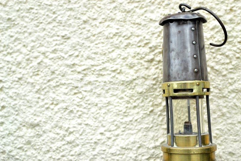 lâmpada de mineiros retro em Gales, Reino Unido imagem de stock