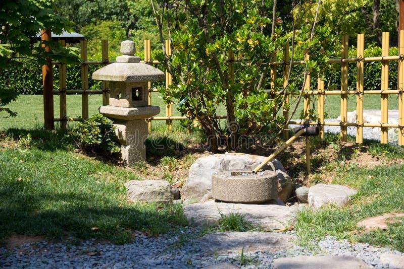 Lâmpada de pedra japonesa fotos de stock