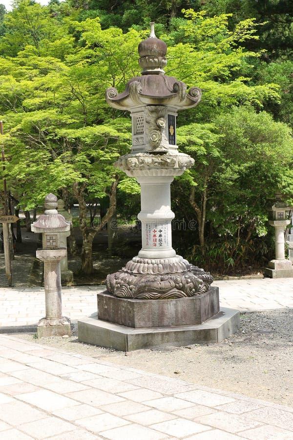 Lâmpada de pedra japonesa tradicional grande fotografia de stock royalty free