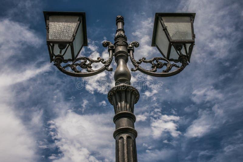 Lâmpada de rua decorada imagem de stock