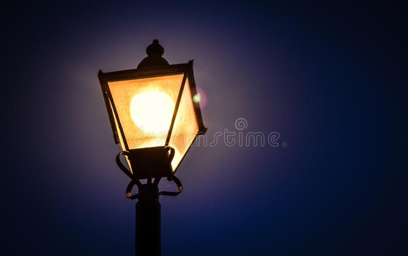 lâmpada de rua de incandescência imagens de stock royalty free