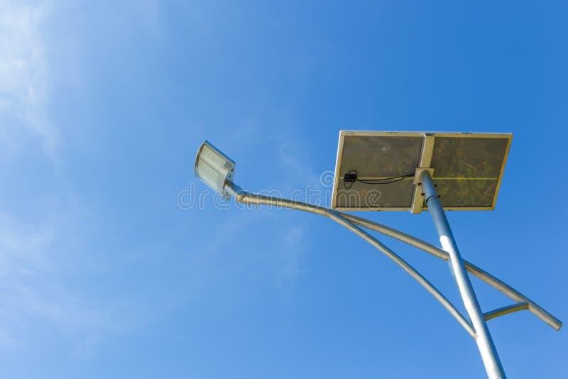 Lâmpada de rua posta fotovoltaico solar fotos de stock