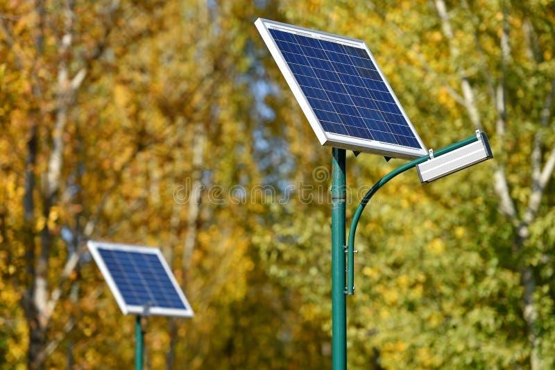 Lâmpada de rua solar imagens de stock royalty free