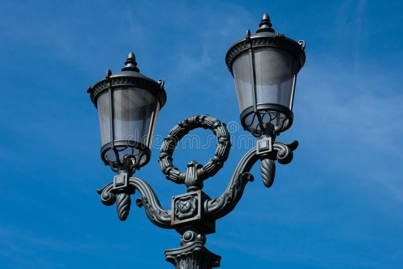 Lâmpada de rua velha no quadrado de Pushkin foto de stock