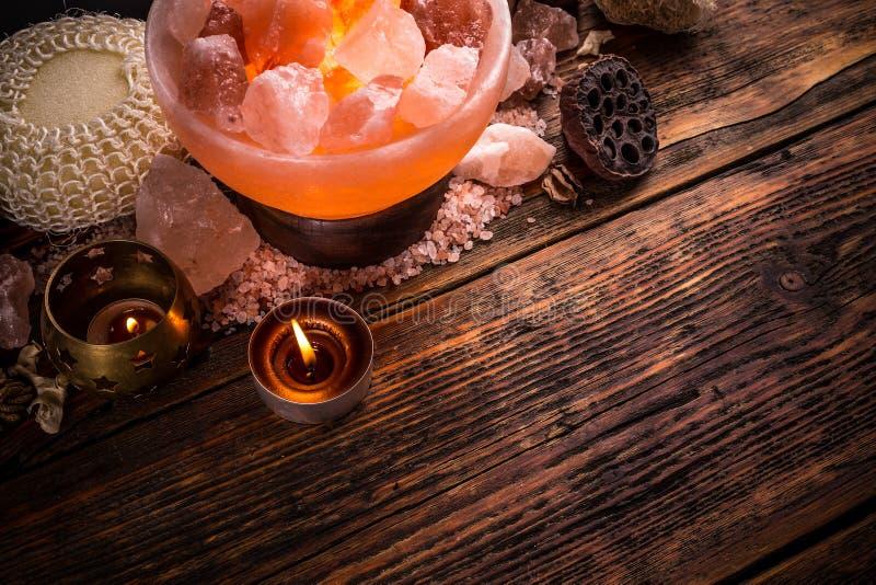 Lâmpada de sal do sal Himalaia cor-de-rosa fotos de stock