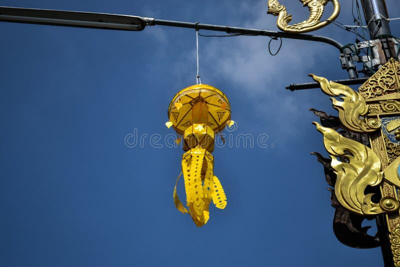 Lâmpada decorativa dourada foto de stock royalty free