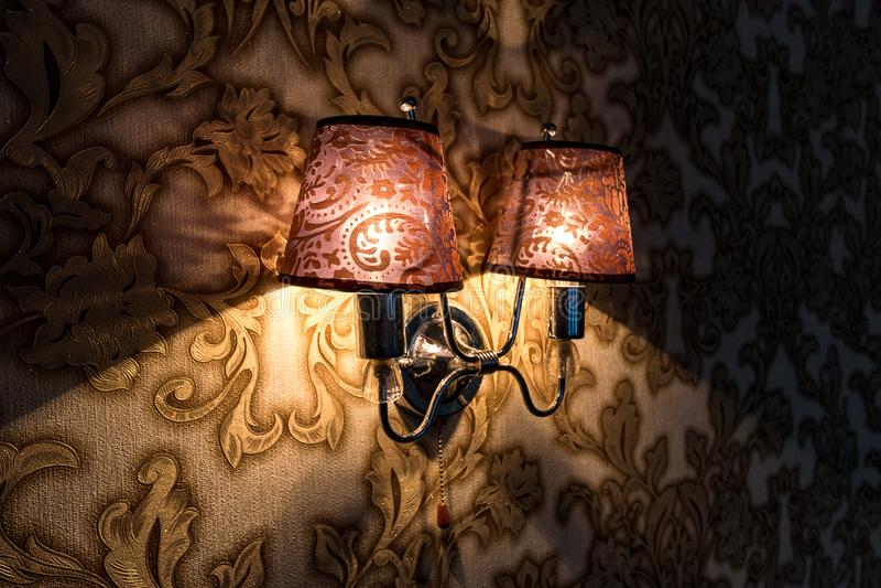 Lâmpada do candelabro de parede da parede incluída na sala imagem de stock