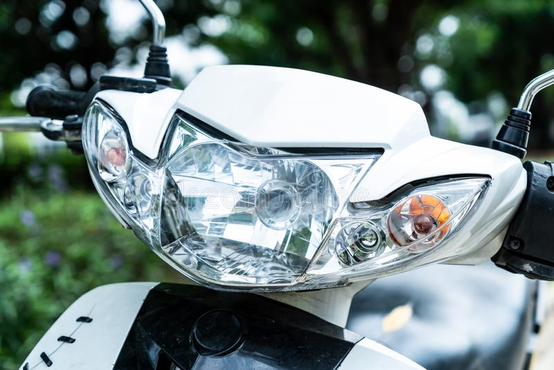 Lâmpada do farol da motocicleta ou a principal fotos de stock
