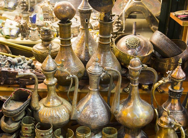 Lâmpada dourada da maravilha no bazar grande imagens de stock royalty free