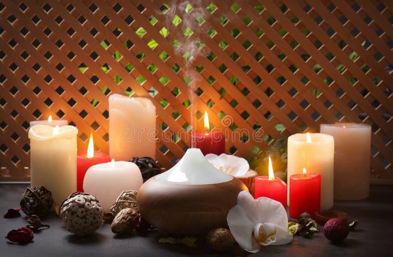 Lâmpada e velas do aroma foto de stock
