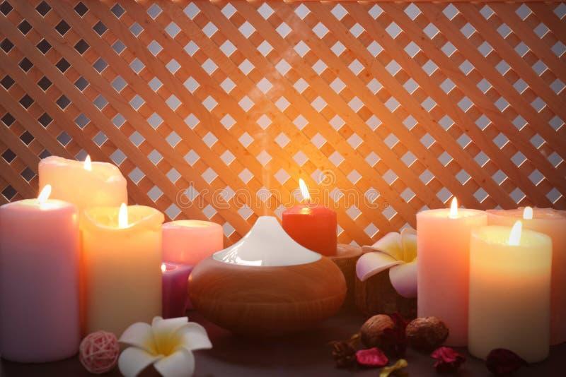 Lâmpada e velas do aroma fotografia de stock royalty free