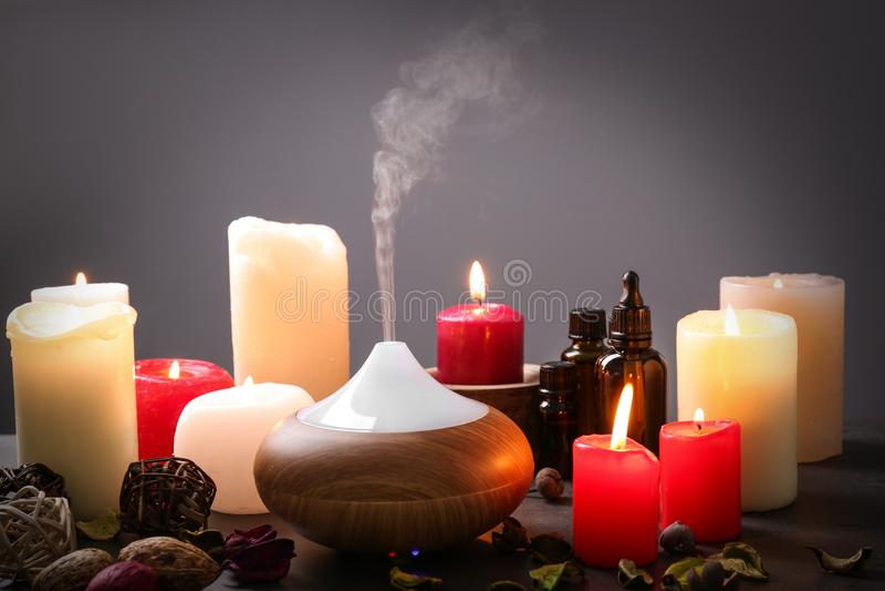 Lâmpada e velas do aroma imagens de stock royalty free