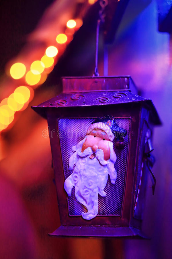 Lâmpada festiva de Santa Lantern das luzes do Natal imagens de stock royalty free