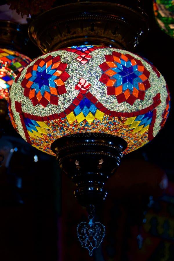 Lâmpada leve colorida que pendura no bazar na cidade velha Sarajevo em Bósnia & em Herzegovina fotos de stock royalty free