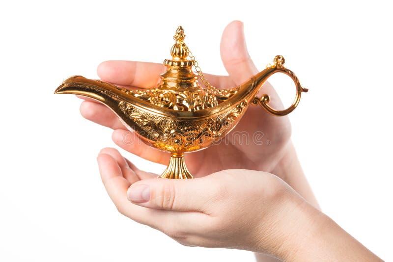 Lâmpada mágica de fricção com as mãos fêmeas isoladas no fundo branco conceito para o desejo, a sorte e a mágica fotos de stock royalty free