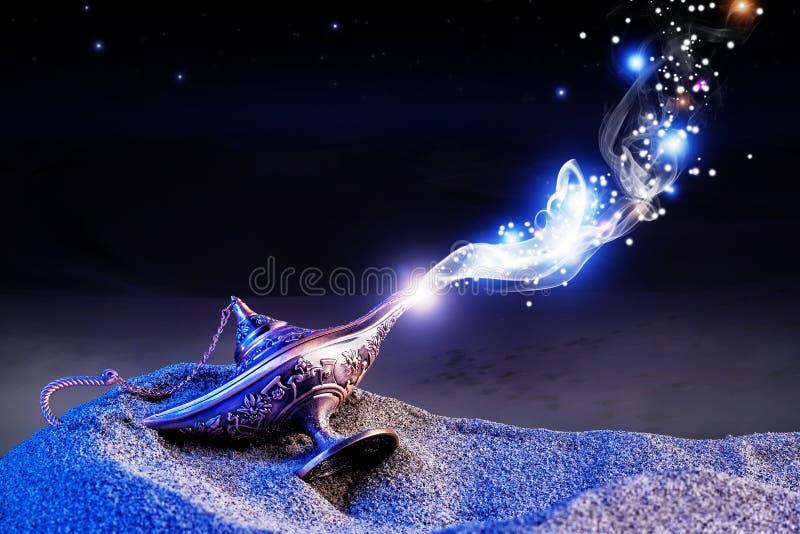 Lâmpada mágica dos gênios imagem de stock