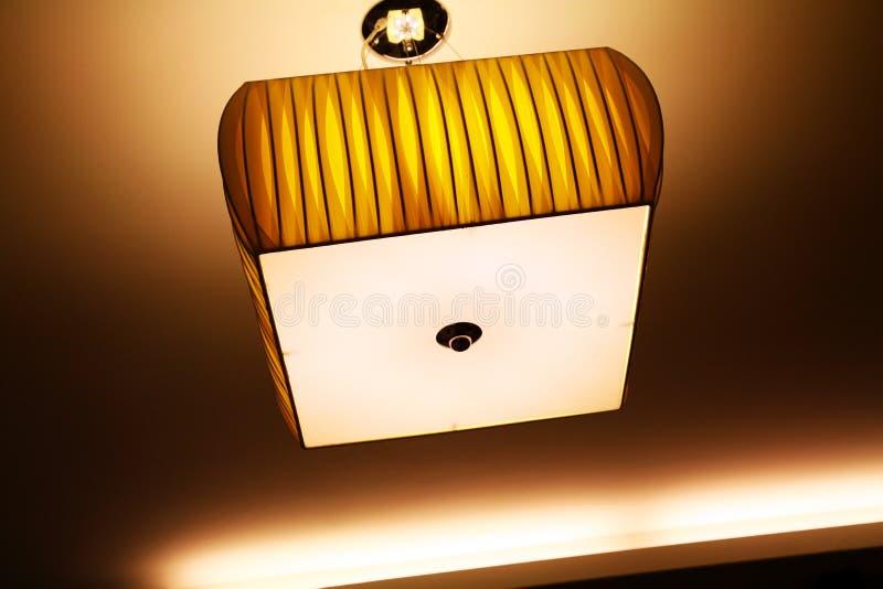 Lâmpada moderna do teto imagens de stock