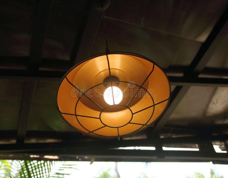 Lâmpada na decoração da cafetaria no tom da cor do vintage fotos de stock