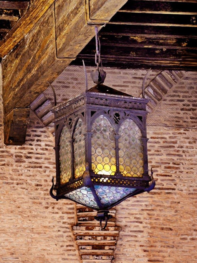 Lâmpada velha no castelo imagens de stock