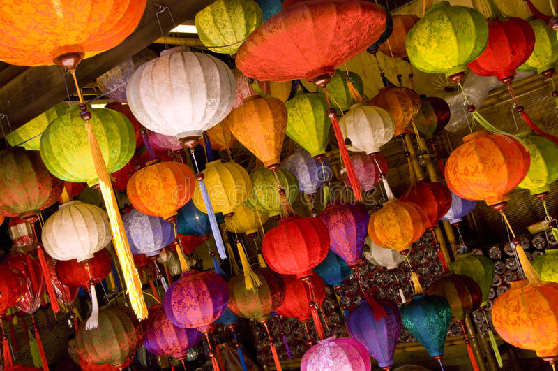 Lâmpadas asiáticas coloridas