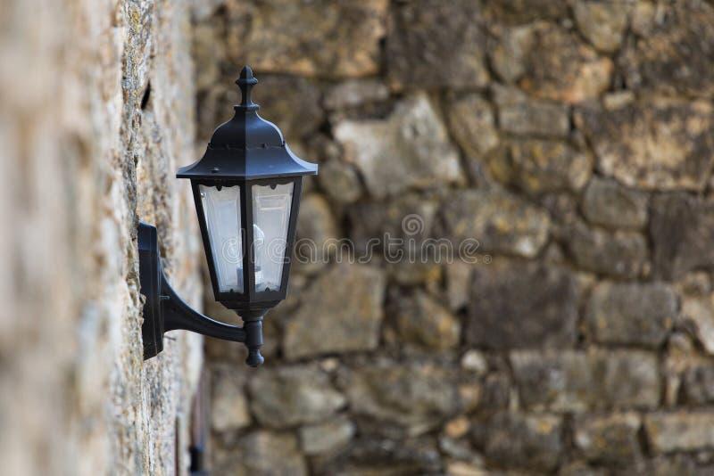 Lâmpadas de rua na cidade velha imagem de stock