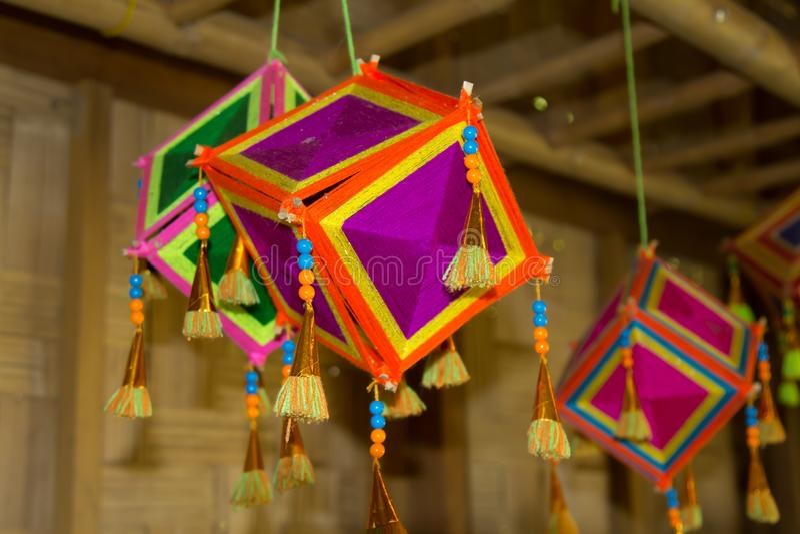 Lâmpadas de suspensão para a decoração da casa Lembrança da vila de Tai Dam, província de Loei, Tailândia fotos de stock